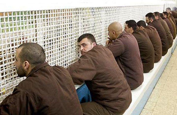 100 أسير من مختلف السجون ينضمون لإضراب الأسرى