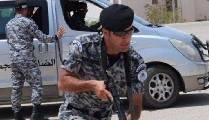 الضابطة الجمركية تغلق محطتي محروقات عشوائيتين في محافظة رام الله