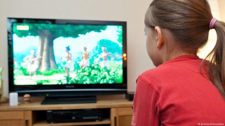 تحذير.. مشاهدة التلفاز تؤدي إلى تأخر المهارات اللغوية لدى الأطفال