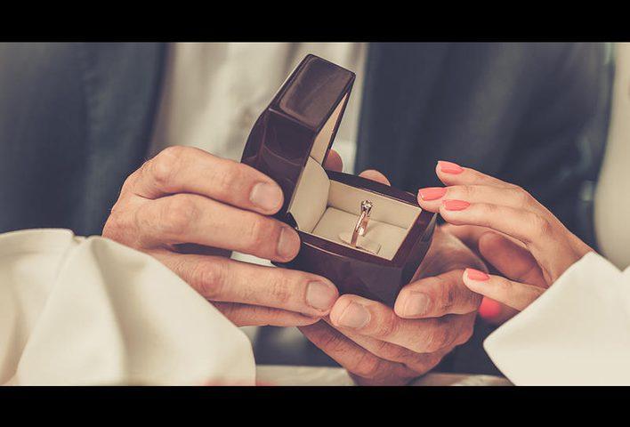 """طريقة """"غريبة"""" في عرض الزواج تجتاح روسيا !"""