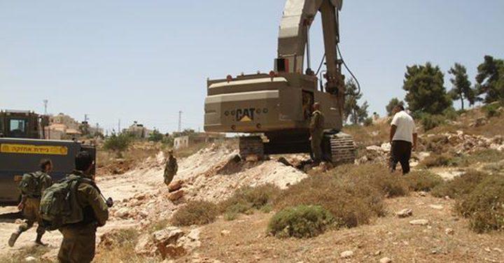 الاحتلال يعتدي على أراضي قرية حجة في قلقيلية