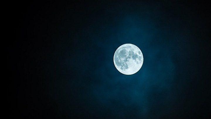علماء فلك يدرسون خطة اختراع نوع من المصاعد بين القمر والأرض
