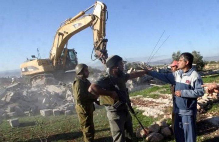 الاحتلال يوزع إخطارات هدم ومراجعة لبلدية الاحتلال بالقدس