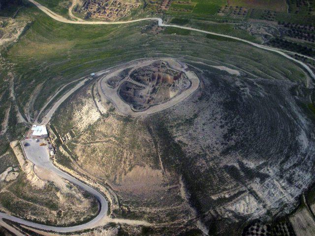 الاحتلال يغلق طريق الفريديس التاريخية