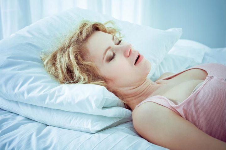 دراسة: الشخير لا يؤثر على نوعية وعدد ساعات النوم