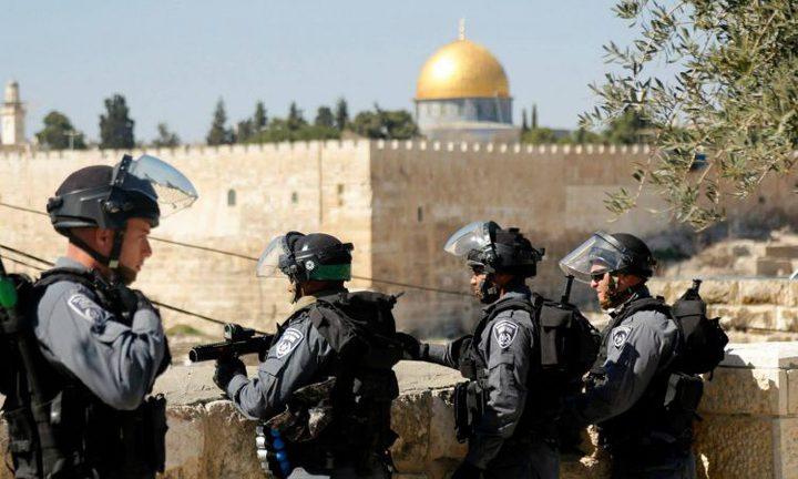 """الاحتلال يبعد شابين عن """"الأقصى"""""""