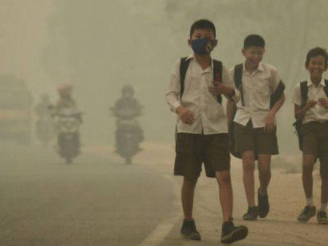 """""""الضباب"""" يغلق آلاف المدارس في ماليزيا وإندونيسيا"""