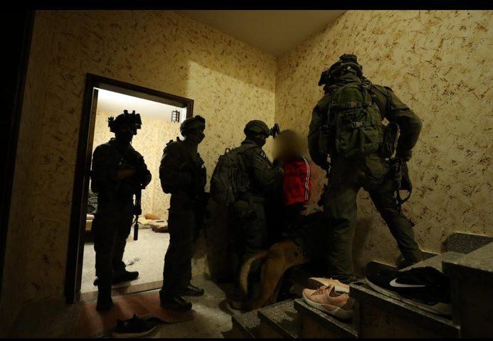 الاحتلال يعتقل خمسة مواطنين من بلدة بيت امر