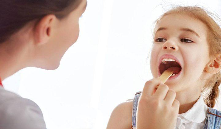 ما هي العلاقة بين التهاب الحلق والاضطرابات النفسية لدى الأطفال ؟