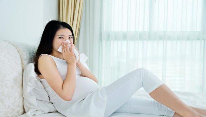 ما هي أسباب كثرة العطس أثناء الحمل ؟