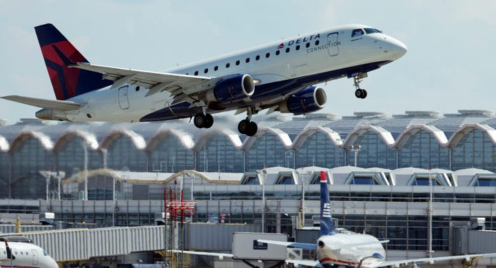 إجلاء طائرة أمريكية عقب تهديد خطير