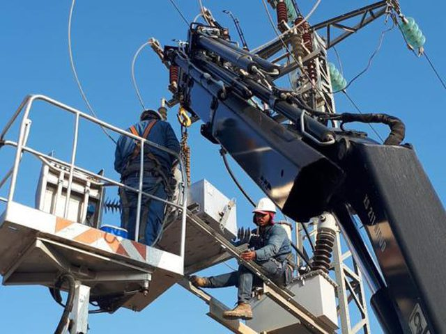 ملحم يكشف أنه بصدد بحث تداعيات القرار الإسرائيلي بقطع الكهرباء
