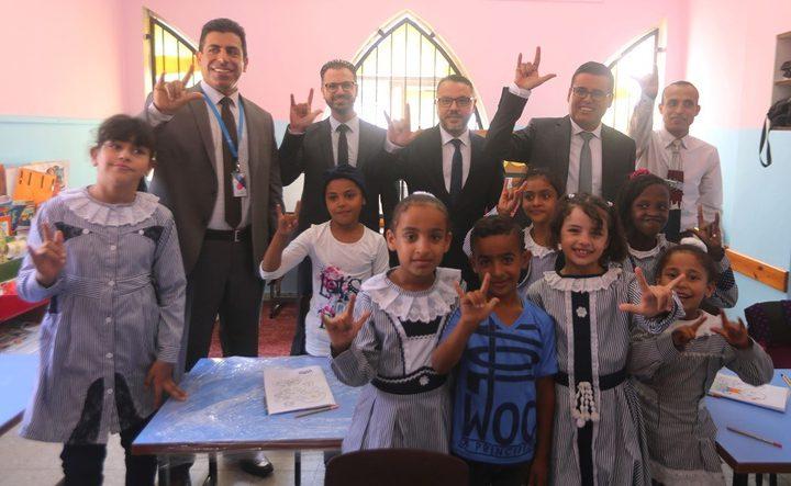 النصيرات: اطلاق مشروع تجهيز غرف صفية لمدرسة