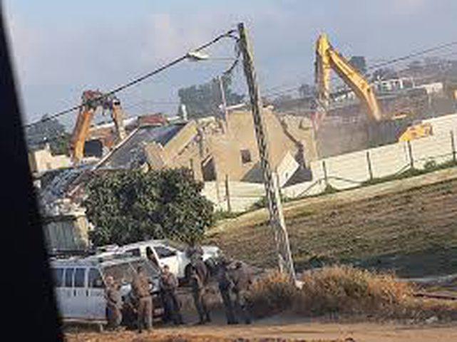 الاحتلال يهدم منزلا قيد الإنشاء في قلنسوة