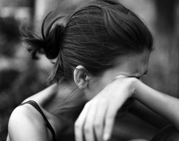 دراسة: ذرف الدموع يقطع الطريق على تراكم الدهون