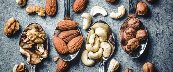ما هي المكسرات التي ينصح بتحميصها قبل الأكل ؟
