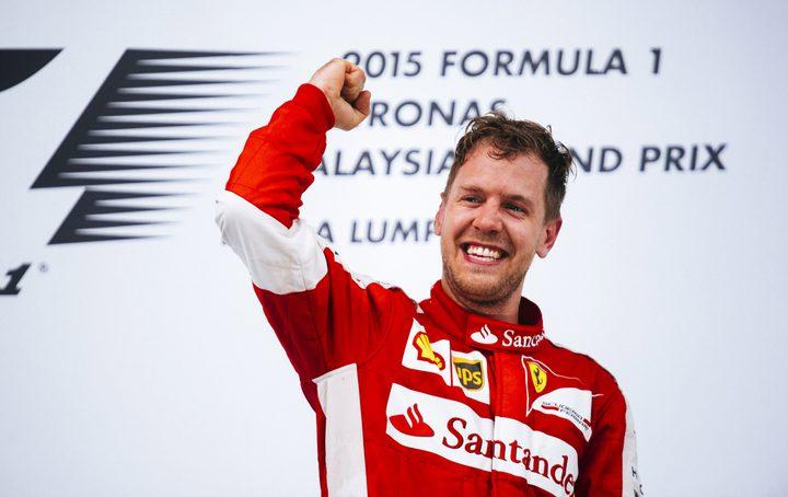 """فيتيل يحقق إنجازه الأول في سباق """"فورمولا 1"""""""