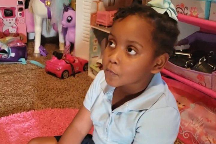 """الشرطة الأمريكية تعتقل طفلة في السادسة من عمرها بصورة """"مرعبة"""""""