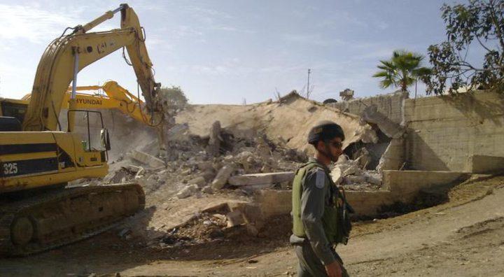 قوات الاحتلال تهدم بركسا في سلوان جنوب الأقصى