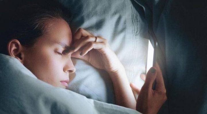 دراسة: استخدام الأجهزة الإلكترونية في وقت متأخر يحرمك من النوم