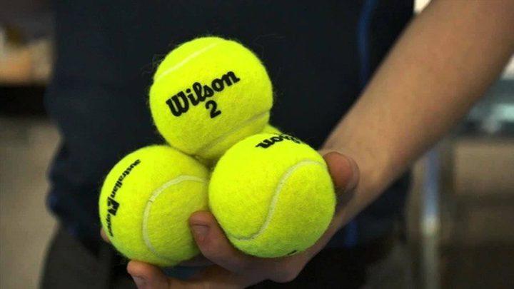 لماذا كرات التنس تكتسي اللون الأصفر؟
