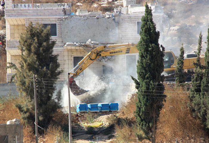 الاحتلال يهدم منزلا بحجة عدم الترخيص