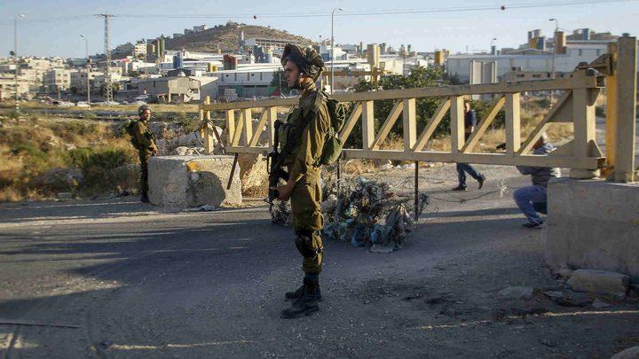 الاحتلال ينصب بوابة حديدية قرب حاجز برطعة بجنين