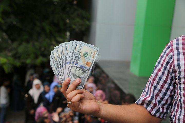 بالأسماء: العائلات المستفيدة من المنحة القطرية الـ100$ بقطاع غزة