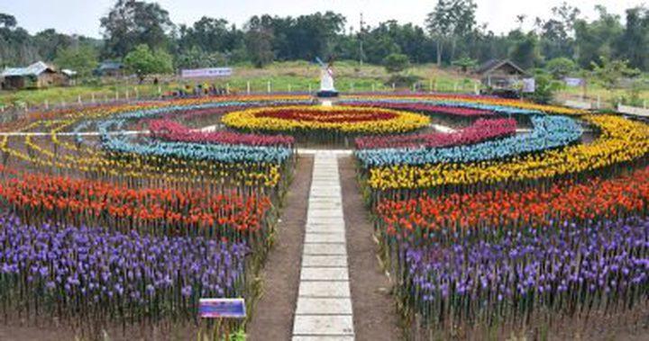 الفلبين.. مدينة تحول مخلفات العبوات البلاستيكية إلى حديقة زهور