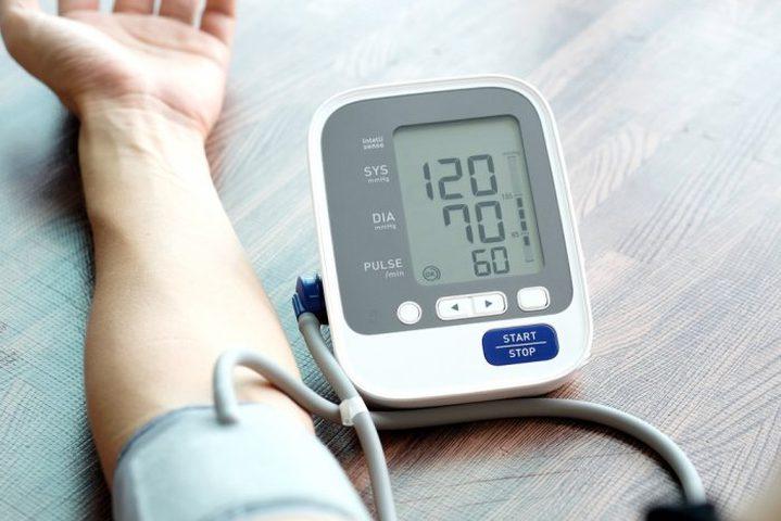 أبرز الأطعمة والمشروبات التي تساهم في تنظيم نسبة ضغط الدم