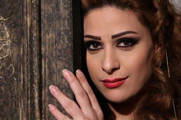 إمارات رزق تدعو الجمهور لحضور حفل غناء زوجها