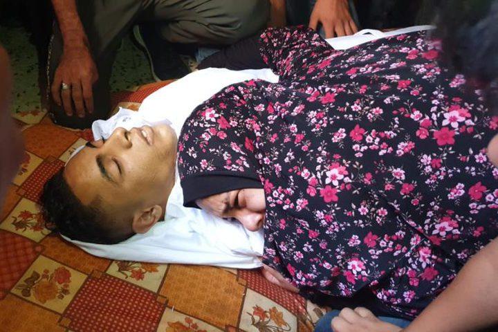 شيعت جماهير فلسطينية، اليوم السبت، جثمان الشهيد ساهر عوض الله عثمان (20 عاماً)، الذي استشهد مساء أمس، متأثراً بجروحه التي أصيب بها خلال مشاركته في مسيرات العودة وكسر الحصار.