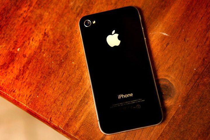 """أبل تعود إلى تصميم """"آيفون 4"""" لإستخدامه في هاتف العام القادم"""