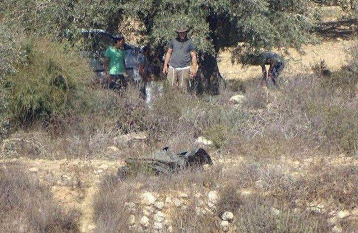 مستوطنون يسرقون ثمار الزيتون من قرية دير شرف