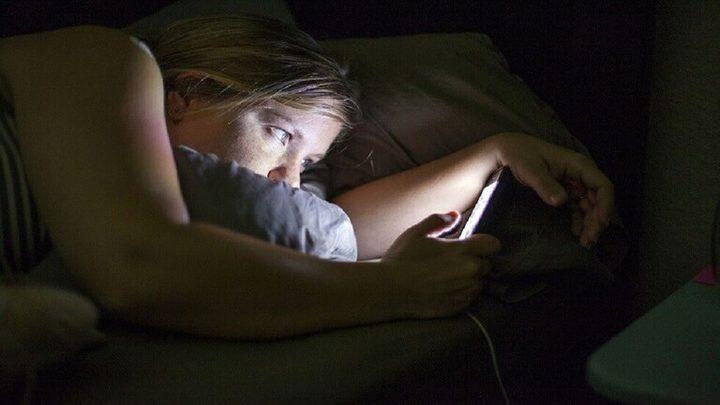 تأثير  الهواتف على الساعة البيولوجية للجسم