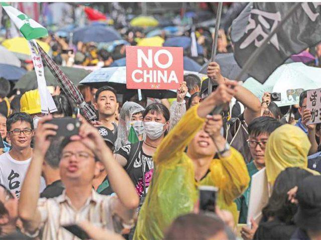 الصين: حظر مسيرة مقررة غداً