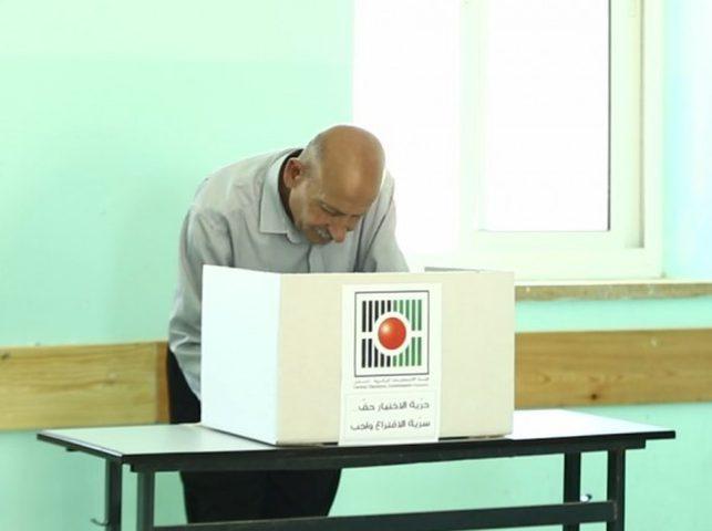 تقرير تلفزيوني يرصد أراء الشارع في غزة حول إجراء الانتخابات