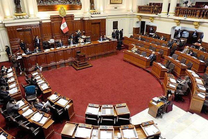 قبل موعده بعام ونصف .. رئيس البيرو يحلّ البرلمان