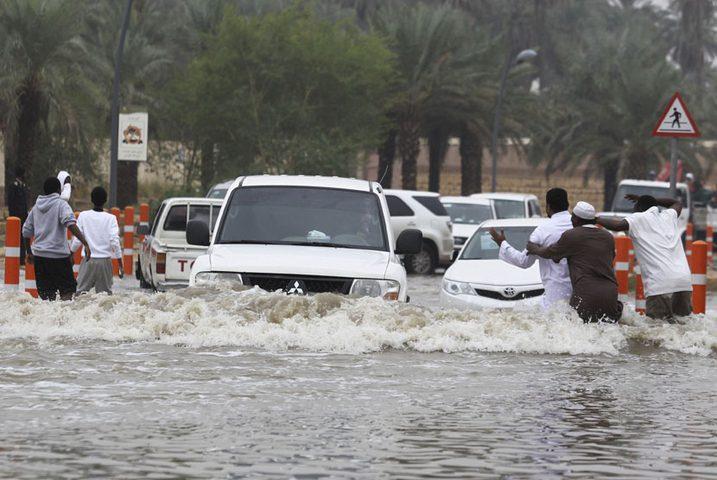 سيول وأمطار شديدة في مكة