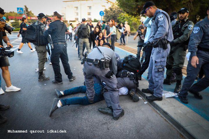 سلطات الاحتلال تمدد اعتقال 5 مقدسيين بينهم والد شهيد