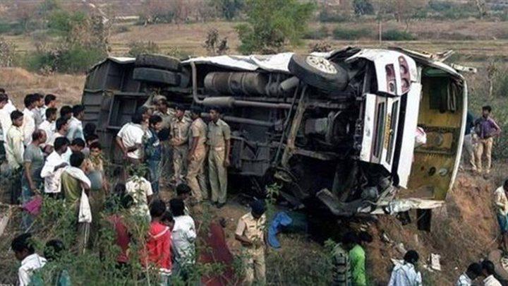 البيرو: مصرع 17 شخصاً في سقوط حافلة