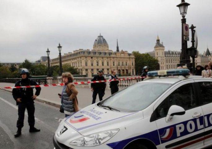 عملية طعن داخل مركز أمني بباريس ضحيتها شرطيين