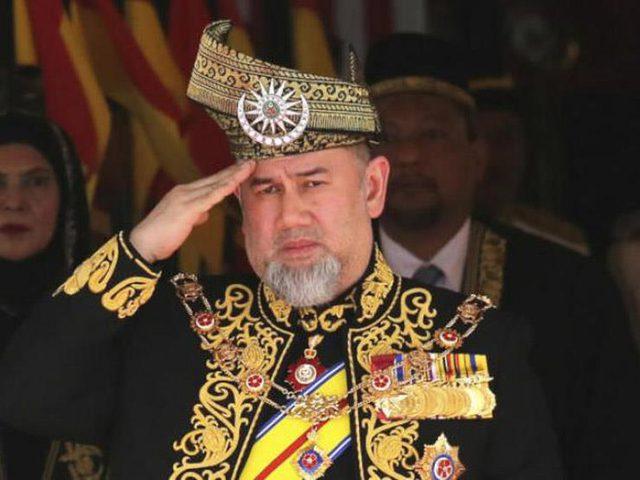 """مطلقة ملك ماليزيا السابق تطالب بتعويض """"طلاق فلكي"""" !"""