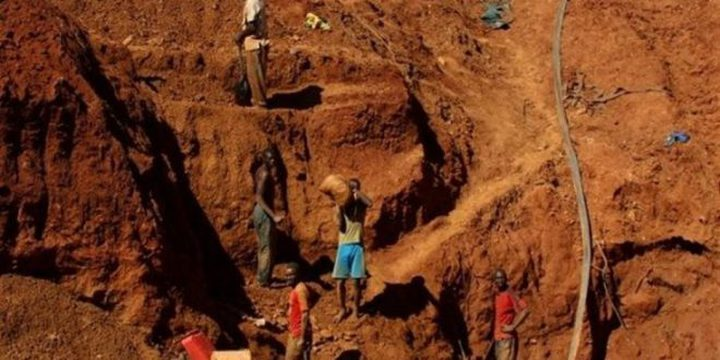مصرع 20 شخصًا جراء انهيار منجم شرقي الكونغو