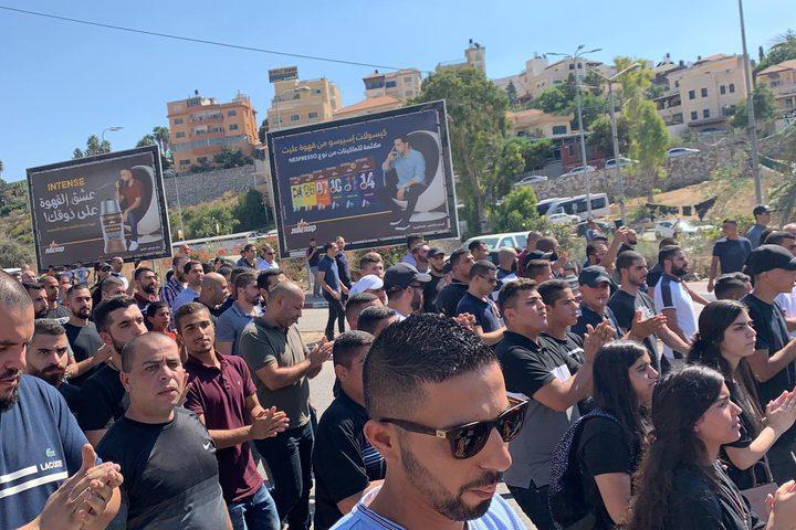 – شارك الآلاف من أهالي أم الفحم والمنطقة، في مظاهرة احتجاجية اليوم الجمعة، لتجوب شوارع مدينة أم الفحم، احتجاجا على تفشي العنف والجريمة وتقاعس شرطة الاحتلال.