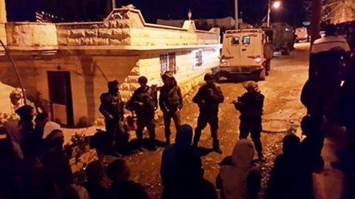 إصابة العشرات بالاختناق عقب اقتحام الاحتلال لبلدة بيت أمر