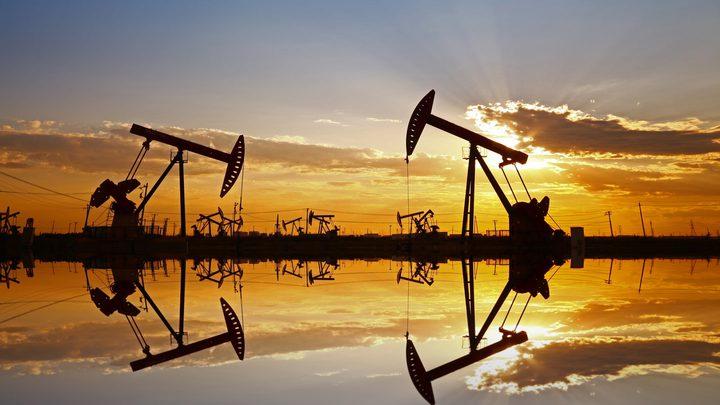 النفط يغلق مرتفعا 1% لكنه ينهي الأسبوع على خسارة