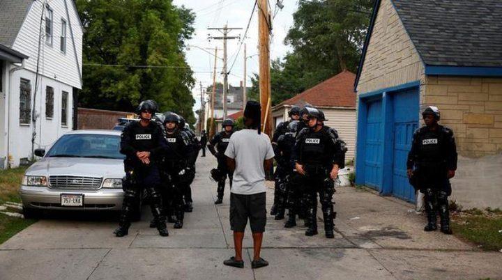 أميركي يطلب معانقة شرطية قتلت أخاه !