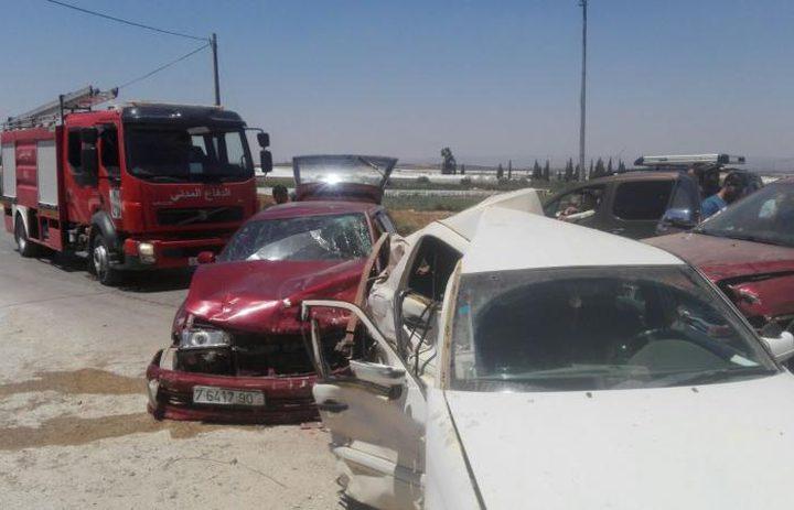 الدفاع المدني: 10 إصابات في حادث سير غرب طولكرم