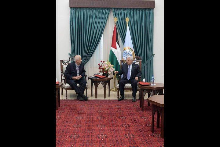 الرئيس عباس يكلّف لجنة الانتخابات ببدء التحضير لإجرائها